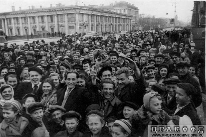 Как это было: 9 мая 1945 года в Москве — Российская газета   467x700